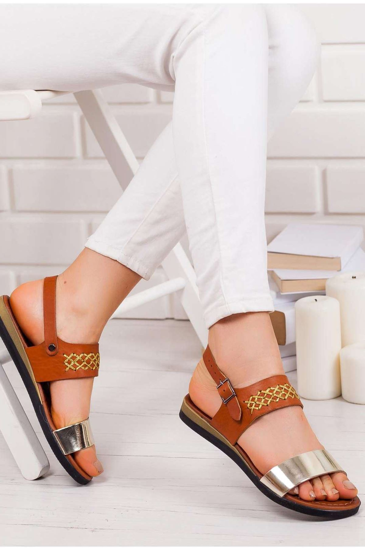 Julie Hakiki Deri Sandalet TABA